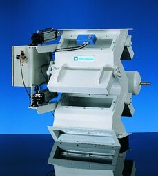 Cascade separators with manual without flap